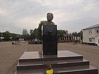 Памятник Мажиту Гафури в Красноусольске.JPG