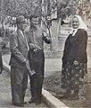 Приїзд Ведренка Г.С. (зліва в капелюсі) в м. Іршанськ до рідні.jpg