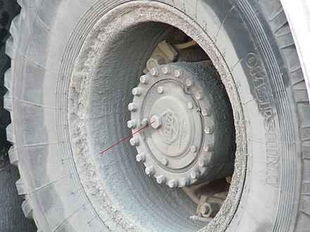 задних колёс троллейбуса.