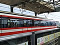 马群地铁站列车进站.jpg