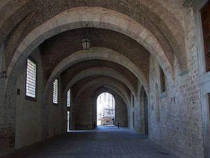 Italiano: Gubbio - Passaggio sotto Palazzo Ducale