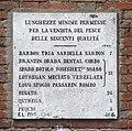 0 Venise, tablette des tailles des poissons du Campo della Pëscaria.JPG