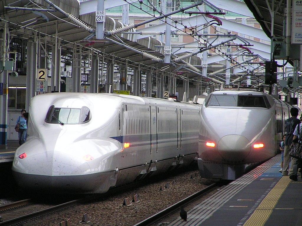 100 Series and N700 Series at Okayama st