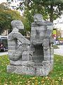 1190 Heiligenstädter Straße 155 - Skulptur Männer im Gespräch von Hilde Uray 1961 IMG 5602.jpg