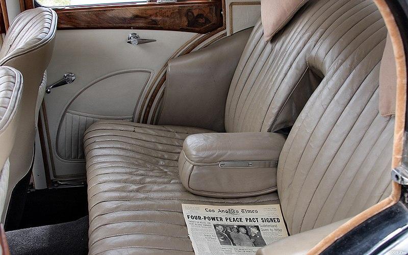 File:1938 MG SA - seatsR.jpg