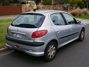 2004 Peugeot 206 (T1 MY04) XT 5-door hatchback (2015-05-29) 02.jpg
