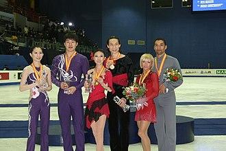 2008–09 Grand Prix of Figure Skating Final - The pairs' podium. From left: Zhang Dan / Zhang Hao (2nd), Pang Qing / Tong Jian (1st), Aliona Savchenko / Robin Szolkowy (3rd).