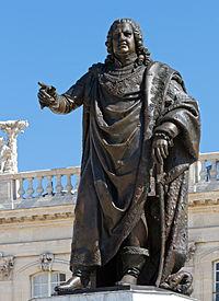Statue en bronze de Stanisław Leszczyński, sur la place Stanislas, à Nancy.