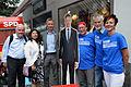 2014-05-24 Wikipedia Norddeutschland, Uelzen, (053) Gruppenbild mit dem Team zur Wahl von Jürgen Markwardt, Erster Stadtrat, Stadtkämmerer und Kandidat für das Bürgermeister-Amt.jpg