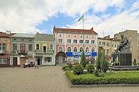 2015 Sokal, Kamienice na placu w centrum miasta.JPG