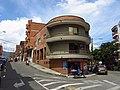2019 Envigado - Casa con balcones curvos en la esquina de la diagonal 40 con calle 35 sur.jpg