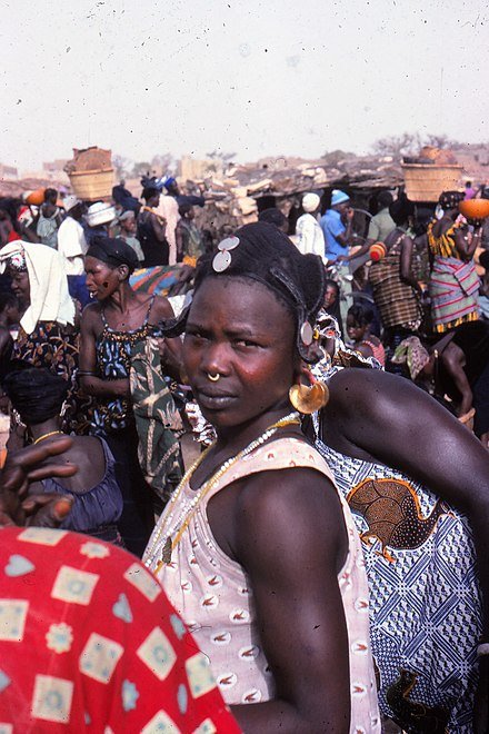 Fulbe woman at the Sangha market, Mali 1992 ASC Leiden - W.E.A. van Beek Collection - Dogon markets 16 - Fulbe woman at Sangha market, Mali 1992 (cropped).jpg