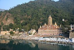A temple on the east banks of Ganges, Rishikesh.jpg