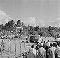 Aankomst van het koninklijk gezelschap bij de nieuwe zeedijk in het district Nic, Bestanddeelnr 252-4676.jpg
