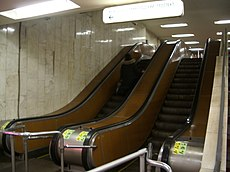 Aeroport metro escalator.JPG