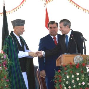 Tajik–Afghan bridge at Panji Poyon - Tajik President Emomali Rahmon, Afghan President Hamid Karzai, and U.S. Secretary of Commerce Carlos Gutierrez at the 2007 dedication ceremony of the bridge.