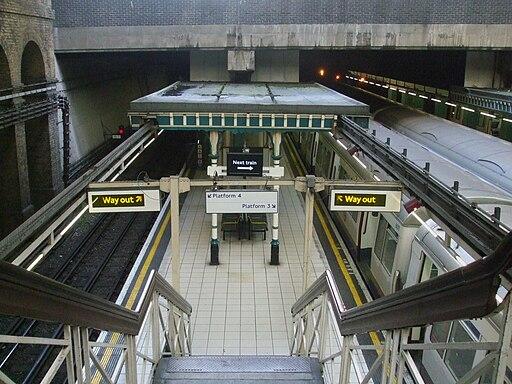 Aldgate station platforms 3 and 4 high northbound
