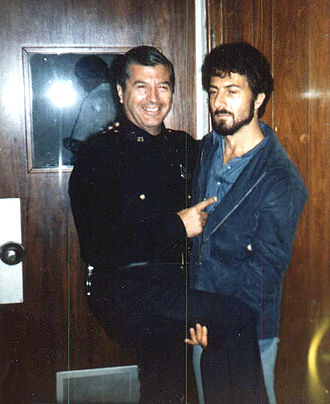 Lenny (film) - Real Life Bailiff Aldo DeMeo and Dustin Hoffman between takes from the scene when Lenny is dragged from the courtroom