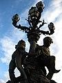Amours soutenant quatre lampadaires sur le Pont Alexandre III.jpg