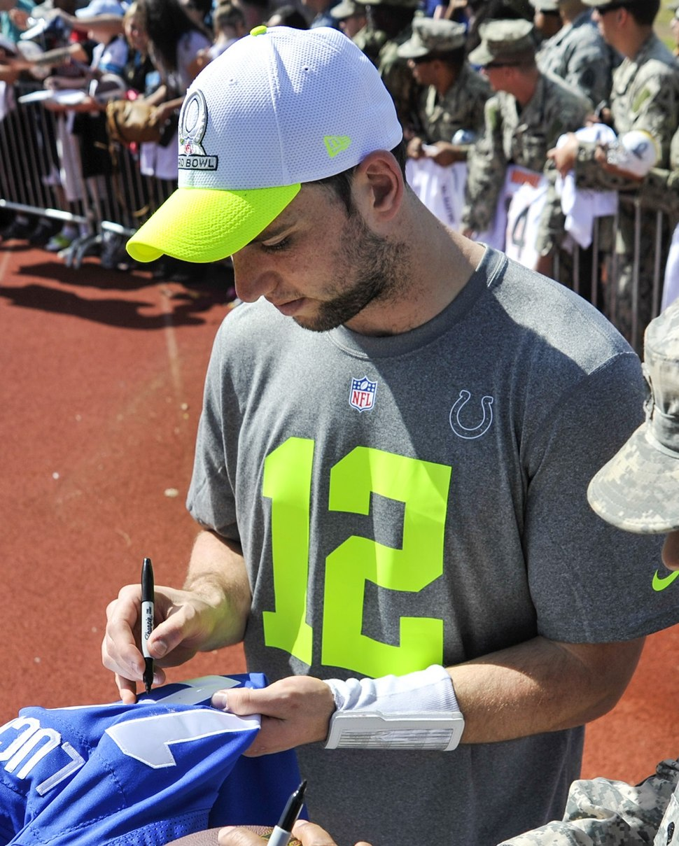 Andrew Luck signing autographs at 2014 Pro Bowl