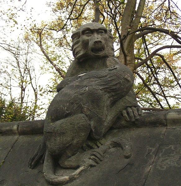 http://upload.wikimedia.org/wikipedia/commons/thumb/c/ca/Animal_Wall_7_Cardiff.jpg/583px-Animal_Wall_7_Cardiff.jpg