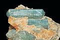 Apatite sur gangue de calcite orange (Irkutsk, Lac Baïkal, Sibérie, Slyudyanka, Pribaïkalie - Fédération de Russie).jpg