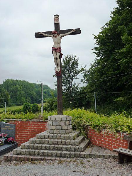 Auchy-aux-Bois (Pas-de-Calais) Croix de cimetière
