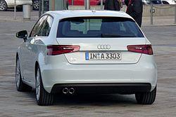 Audi A3 8V Ambition design selection capriorange 2.0 TDI Gletscherweiß Heck.JPG
