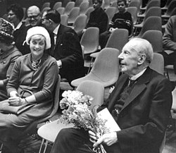 Author-Bo-Bergman-and-mrs-Astri-Taube-in-National-Museums-lecture-142449784330.jpg