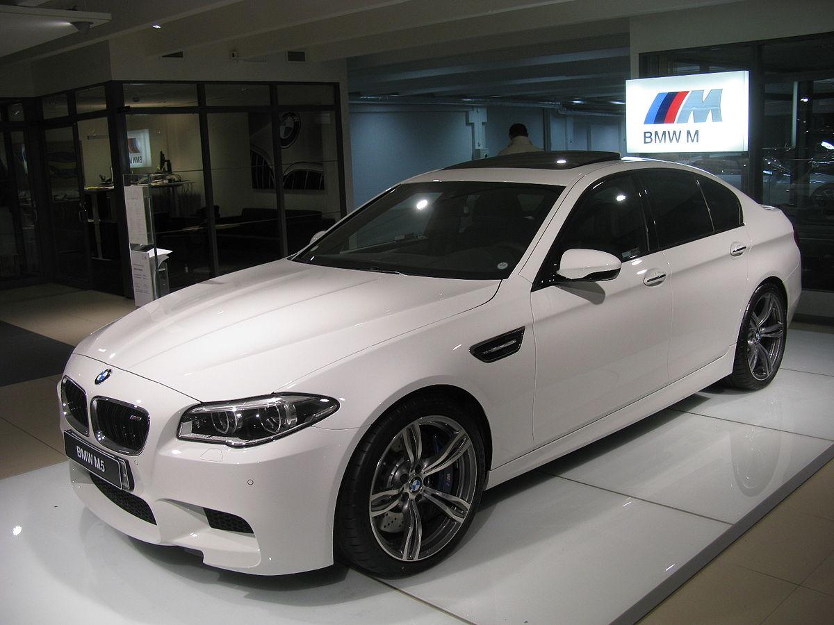 BMW M5 F10 (15587898876).jpg