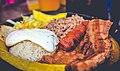 Bandeja Paisa - Comida tipica colombiana.jpg