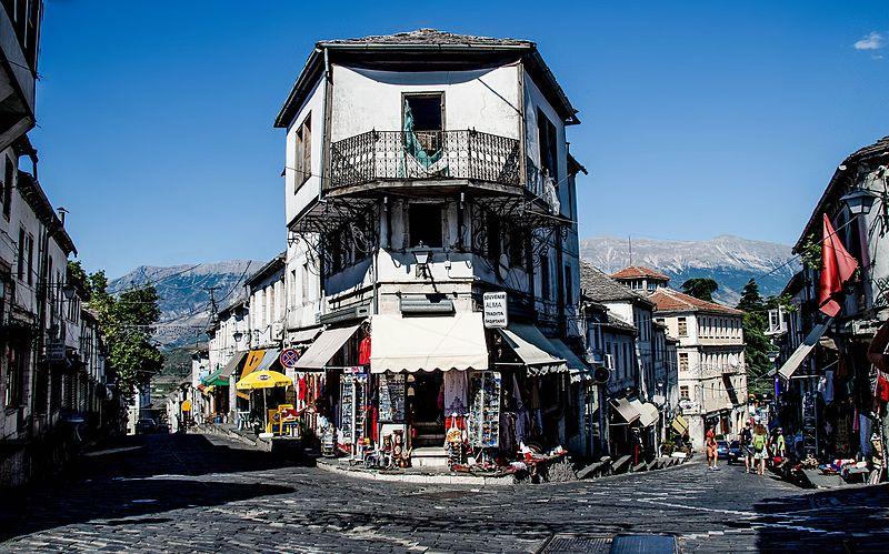 File:Banese ne Gjirokaster.jpg