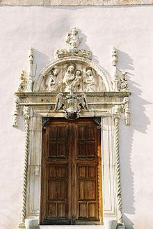 Il portale della cattedrale di santa lucia del mela