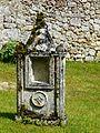 Beauregard-et-Bassac cimetière Bassac tombe.JPG