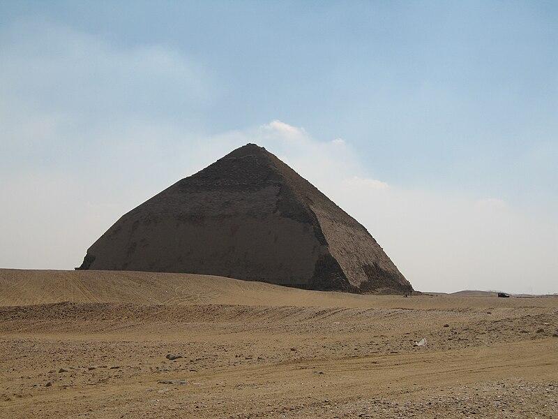 Файл:Bent Pyramid (I love Naples).jpg