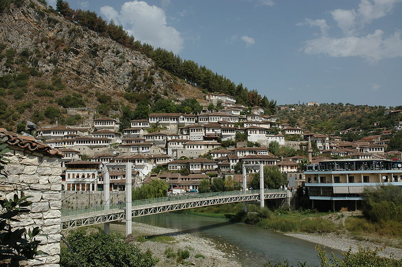 Datei:Berat Albania bridge.jpg