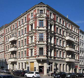 A mixed-use building in Kreuzberg. The 'blockrand' structure of the 1862 Hobrecht-Plan is typical for Berlin. Berlin, Kreuzberg, Chamissoplatz 4, Mietshaus.jpg
