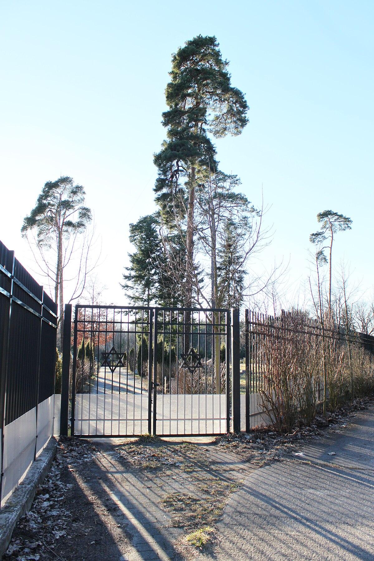 File:Berlin Jüdischer Friedhof Heerstraße 54.JPG