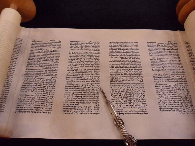 קובץ:Beth Yaacov Torah.JPG
