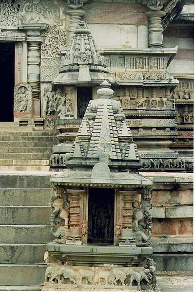 File:Bhumija towers on minor shrines in Chennakeshava Temple at Belur.jpg