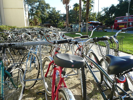 Bicycles, UC Davis - By Shea (Bike City) [CC-BY-2.0 (http://creativecommons.org/licenses/by/2.0)], via Wikimedia Commons