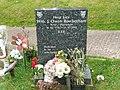 Bill Owen's grave 0001.jpg