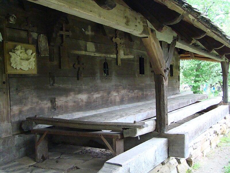 Fișier:Biserica de lemn din Lăpus (33).JPG