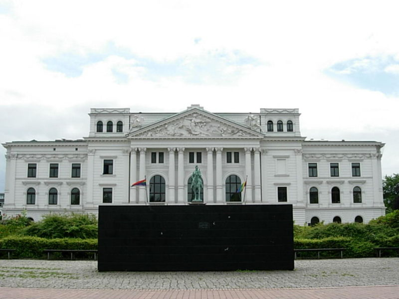 Datei:Black Form White House.jpg