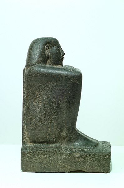 File:Block Statue of a Prophet of Montu and Scribe Djedkhonsuefankh, son of Khonsumes and Taat MET 07.228.27 right rgb.jpg