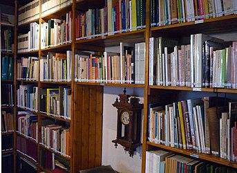 Boekenkast bibliotheek heemhuis Deurne.jpg