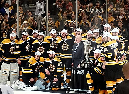 Jagr and the Bruins with the Prince of Wales Trophy following the Bruins' Eastern Conference Finals series sweep over the Pittsburgh Penguins in 2013. Jagr is to the immediate right of the trophy. Boston Bruins Prince of Wales Trophy 2013-06-07.JPG