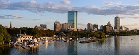 Boston skyline dal Ponte Longfellow settembre 2017 panorama 2.jpg