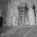 Bovenkant van de grafsteen met de Thora-kronen, Bestanddeelnr 255-2334.jpg