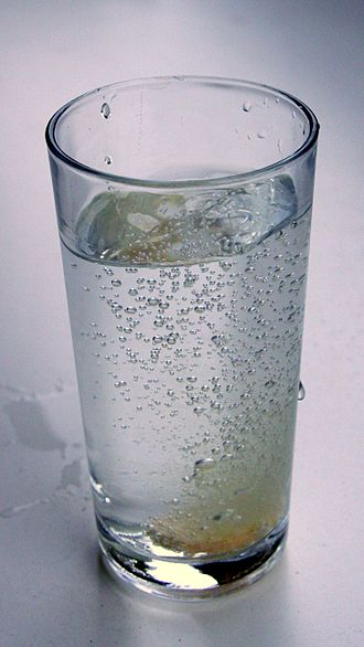 Effervescent tablet - An effervescent tablet in a glass of water